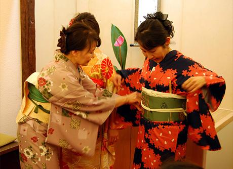 Cursos de Kitsuke (cómo vestir el kimono)